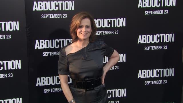 vidéos et rushes de sigourney weaver at the 'abduction' premiere at hollywood ca - sigourney weaver