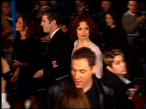 sigourney weaver at the 'alien resurrection' premiere on november 20 1997 - sigourney weaver stock videos & royalty-free footage