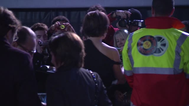 stockvideo's en b-roll-footage met sigourney weaver at the avatar world premiere at london england. - sigourney weaver