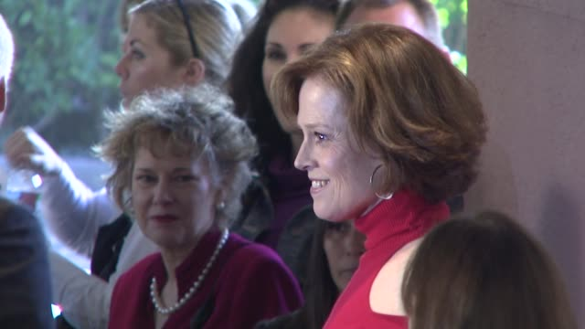 vidéos et rushes de sigourney weaver at the hollywood reporter's annual women in entertainment breakfast at los angeles ca - sigourney weaver