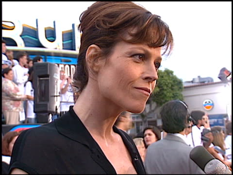 sigourney weaver at the 'independence day' premiere on june 25, 1996. - 1996 video stock e b–roll