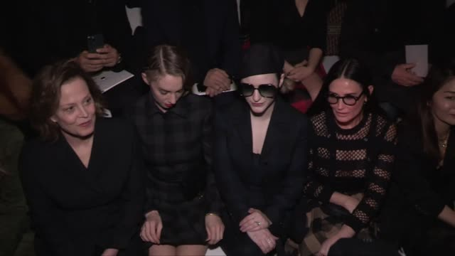 stockvideo's en b-roll-footage met sigourney weaver, cara delevingne, karlie kloss, andie macdowell , demi moore, maya hawke, rachel brosnahan and more front row at the dior ready to... - sigourney weaver