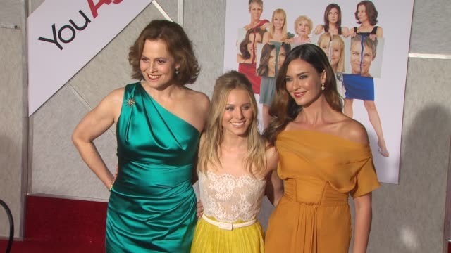 stockvideo's en b-roll-footage met sigourney weaver, kristen bell, odette yustman at the 'you again' premiere at hollywood ca. - sigourney weaver