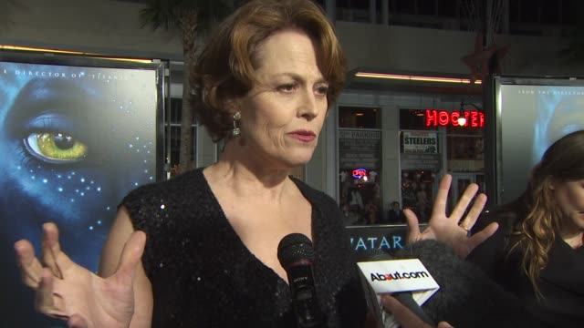 sigourney weaver on what she loved about the fictional planet pandora her character working with the new technology at the 'avatar' premiere at... - sigourney weaver stock videos & royalty-free footage