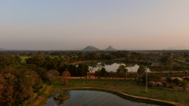 vidéos et rushes de province centrale de sigiriya citadelle rock sri lanka - vestige antique