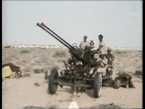 stockvideo's en b-roll-footage met story 2: weapons trade and african conflicts:; gs 28078224 somalia : troops with anti-aircraft gun piles of ammunition on dusty ground spent... - war and conflict