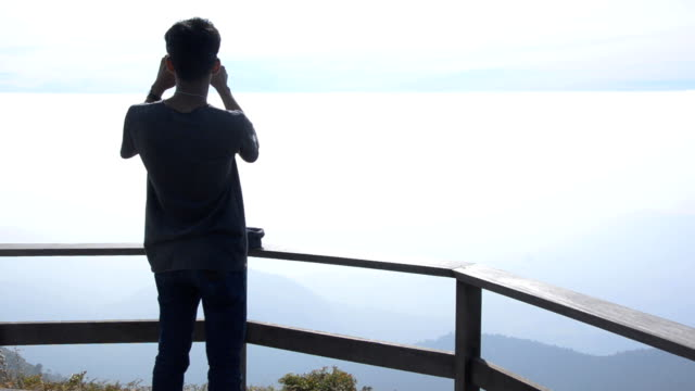 Silhouette close up : young man take a panorama photo