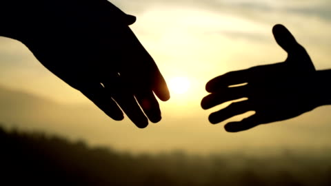 vidéos et rushes de silhouette golden handshake - respect