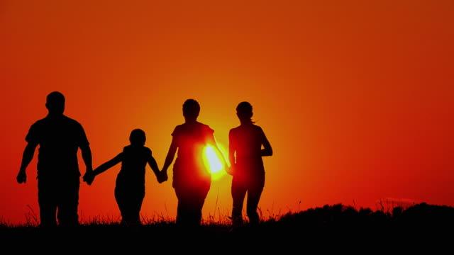 hd スローモーション:家族のシルエット - 子供2人の家庭点の映像素材/bロール