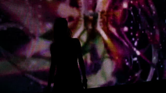 vídeos de stock e filmes b-roll de silhouette of a girl dancing at a party in front of a video wall - dance music