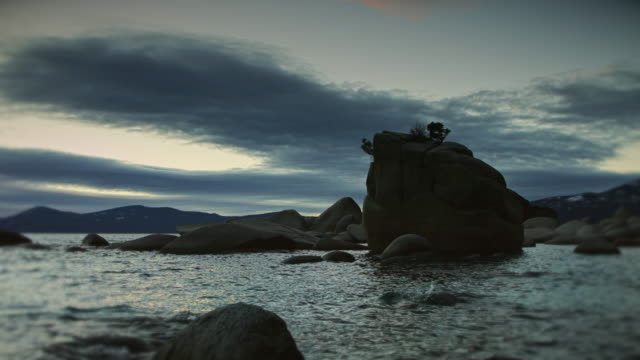 silhouette of bonsai rock, lake tahoe, at sunset - boulder rock stock-videos und b-roll-filmmaterial