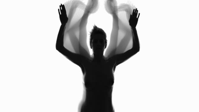 silhouette des geistes tanzende frauen - verstecken stock-videos und b-roll-filmmaterial