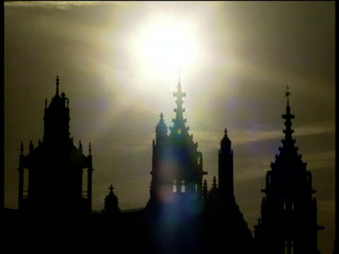 silhouette of houses of parliament sun beaming in background london - houses of parliament london stock videos & royalty-free footage