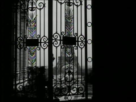 b/w 1927 silhouette of man opening palais du trocadero gate to reveal eiffel tower / paris, france - eiffel tower paris stock videos & royalty-free footage