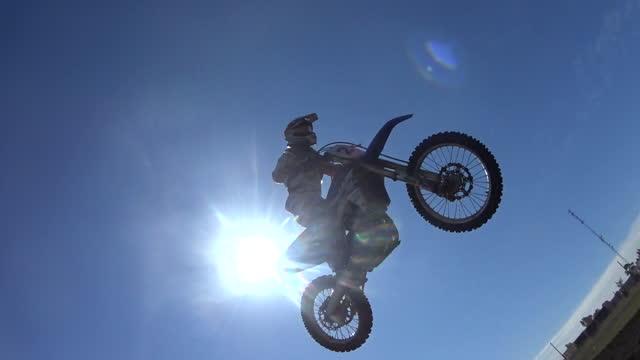 silhouette of men racing motorcycles in a motocross motor sports race. - slow motion - kopfbedeckung stock-videos und b-roll-filmmaterial