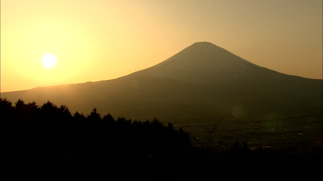 WS Silhouette of Mount Fuji against sky at sunset, Fuji Hakone National Park, Kanagawa Prefecture, Honshu Island, Japan