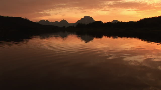 ws, silhouette of mountain range and snake river at sunset, grand teton national park, wyoming, usa - snake river stock videos & royalty-free footage