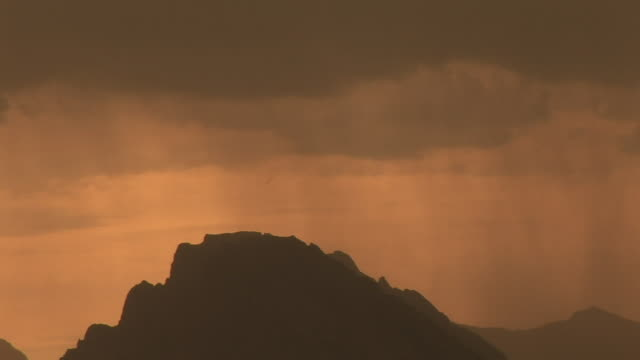stockvideo's en b-roll-footage met zo, ms, silhouette of mountain range in rain at sunset, grand teton national park, wyoming, usa - sepiakleurig