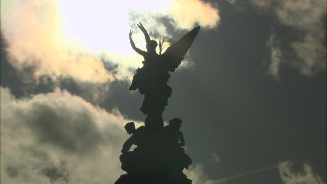 silhouette of queen victoria memorial statue at st. james' park in london, england. - music or celebrities or fashion or film industry or film premiere or youth culture or novelty item or vacations stock videos & royalty-free footage