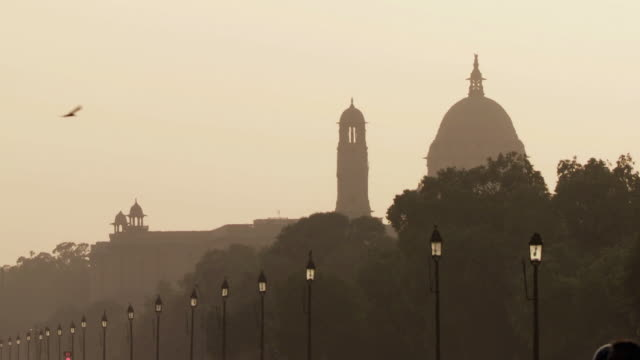 ws silhouette of rashtrapati bhavan, residence of president of india, dusk / delhi, india - new delhi stock videos & royalty-free footage