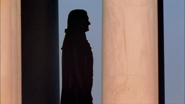 vidéos et rushes de ms, silhouette of statue of thomas jefferson, jefferson memorial, washington dc, usa - jefferson memorial