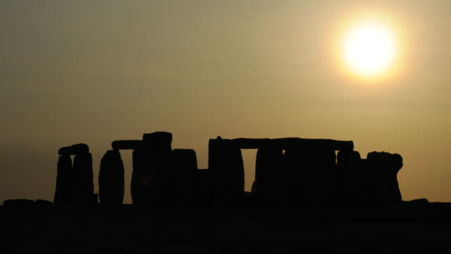 ws t/l silhouette of stonehenge at dusk / england, uk - stonehenge stock videos and b-roll footage