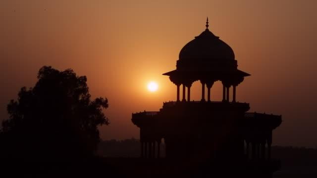 MS Silhouette of Taj Mahal at sunset / Agra, Uttar Pradesh, India