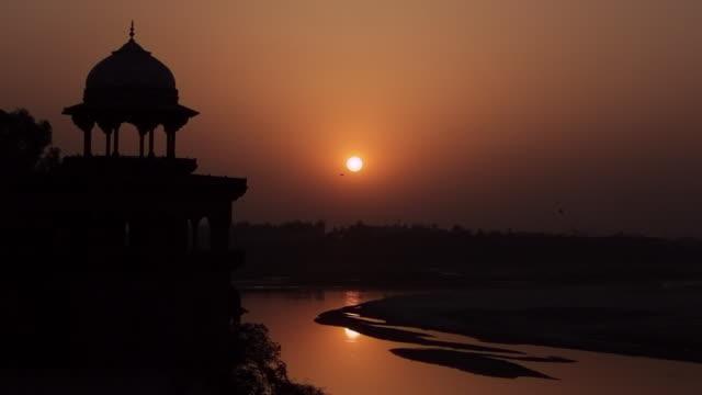 WS Silhouette of Taj Mahal at sunset / Agra, Uttar Pradesh, India