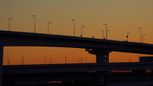 シルエットの橋