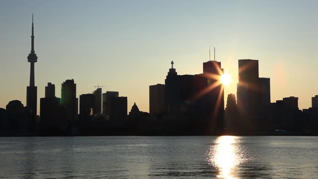 Silhouette de Toronto au coucher du soleil