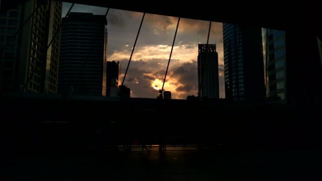 Silhouette Fußgängerzone Station Sonnenuntergang