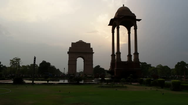 a silhouette view of india gate lawns and the empty canopy with famous war memorial of india gate in the background, delhi, india - new delhi stock videos & royalty-free footage