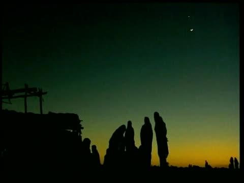 vídeos de stock, filmes e b-roll de silhouetted women gather around encampment nyala sudan nov 04 - vida de bebê