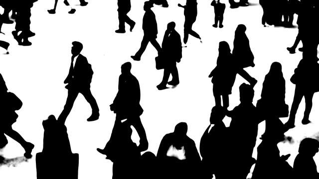 vidéos et rushes de silhouettes des gens de ville en mouvement - image en noir et blanc