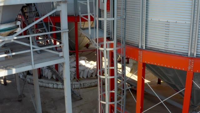 vidéos et rushes de stockage en silo - silo