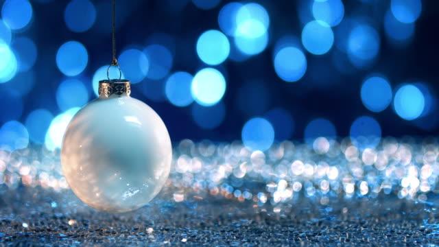 vidéos et rushes de boules d'argent et white christmas - décoration de noël
