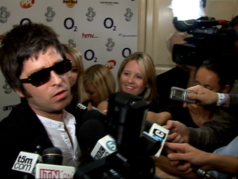 silver clef awards in london gallagher interview sot status used to be about being somebody not killing somebody / very scary / my songs are all... - autogramm stock-videos und b-roll-filmmaterial
