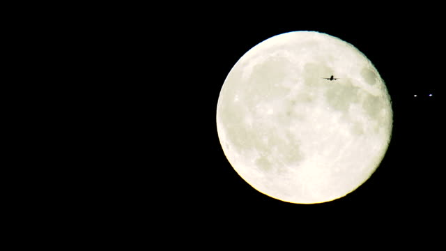 ws silver full moon with pair of airliners in silhouette / heathrow airport, middlesex, england - ヒースロー空港点の映像素材/bロール