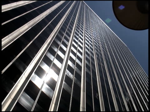 silver office towers: push in - letterbox format bildbanksvideor och videomaterial från bakom kulisserna