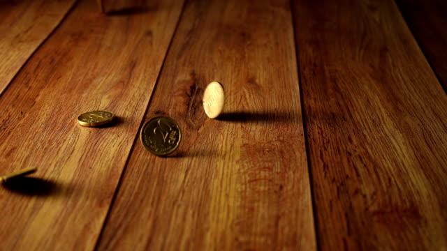シルバースローモーションコイン - 25セント硬貨点の映像素材/bロール