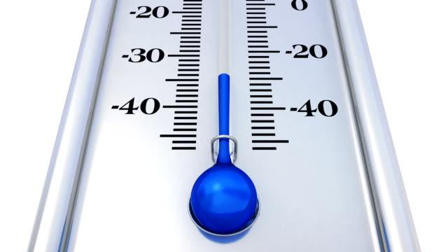 vídeos de stock e filmes b-roll de silver thermometer with rising temperature - cold temperature