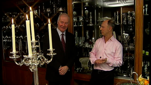 vídeos de stock, filmes e b-roll de silver vaults in chancery lane joel langdon interview sot talks of silver items on display detail of silver candelabra close shots of silver duck... - savory food