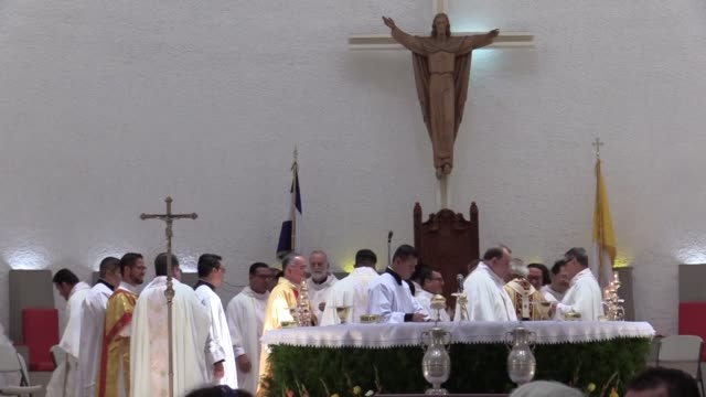 stockvideo's en b-roll-footage met silvio jose baez ortega the auxiliary bishop of the archdiocese of managua takes part in the holy thursday mass at the metropolitan cathedral of... - managua