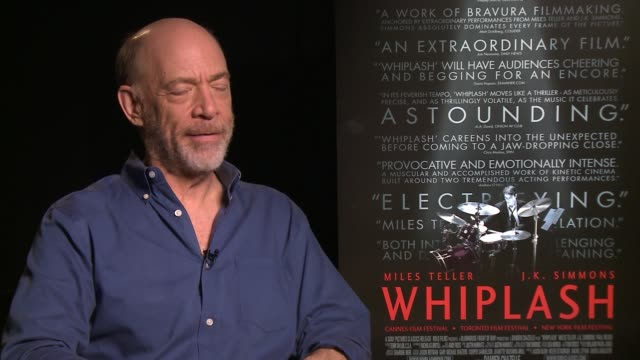 vídeos de stock, filmes e b-roll de k simmons on the film at the whiplash los angeles press day at four seasons hotel los angeles at beverly hills on october 03 2014 in beverly hills... - four seasons hotel