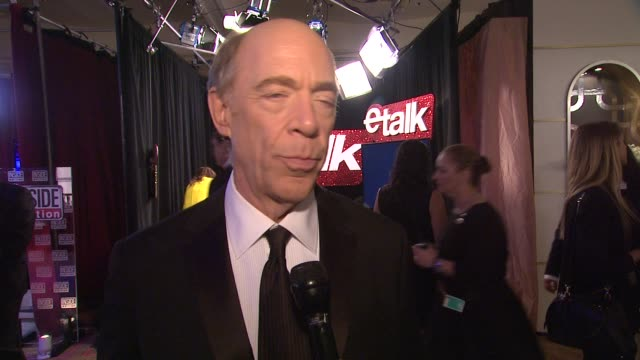 vídeos y material grabado en eventos de stock de k simmons on what he was thinking when he went on stage at 72nd annual golden globe awards backstage at the beverly hilton hotel on january 11 2015... - the beverly hilton hotel
