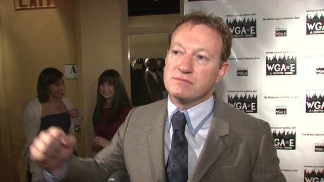 simon beaufoy on taking the documentary approach to writing slumdog millionaire, a subject and a city he knew nothing about. he says mumbai and the... - ドキュメンタリー映画点の映像素材/bロール