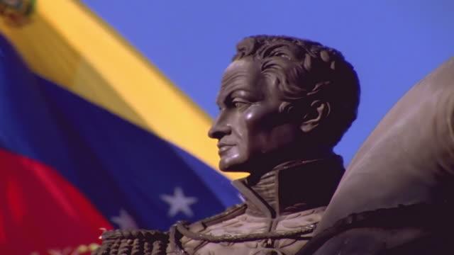 vídeos de stock, filmes e b-roll de simon bolivar busto - venezuela