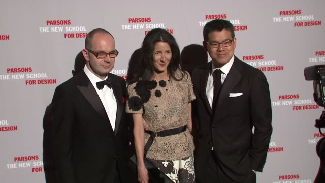 simon collins amanda ross and peter som at the 2009 parsons fashion benefit honoring calvin klein at new york ny - peter som marchio di design video stock e b–roll