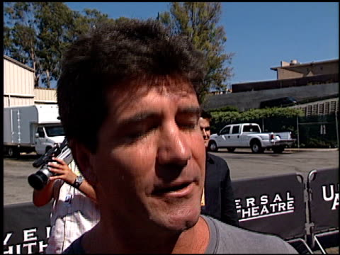 simon cowell at the 2002 teen choice awards at universal amphitheatre in universal city california on august 4 2002 - 2002 bildbanksvideor och videomaterial från bakom kulisserna