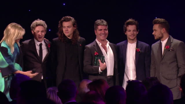stockvideo's en b-roll-footage met simon cowell niall horan liam payne harry styles louis tomlinson jo whiley at music industry trust awards at grosvenor house on october 02 2015 in... - jo whiley